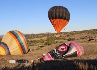 Balões de ar quente move instituições de solidariedade