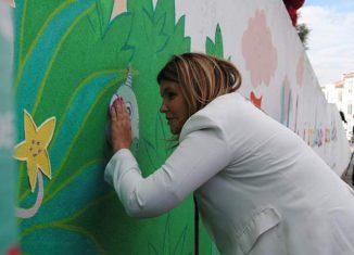 Ana Sofia Antunes inaugura mural dedicado à inclusão