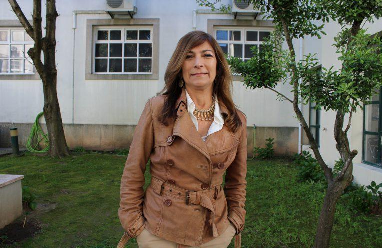 Presidente da Comissão da Carteira Profissional de Jornalista homenageada por alunos da ESECS