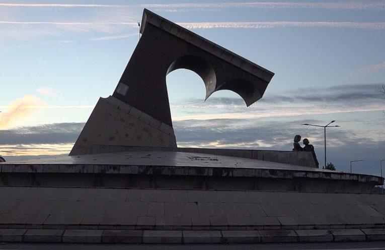 Rotunda polémica vai ser demolida este ano